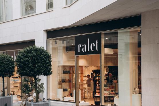 Breng een bezoekje aan onze stijlvolle schoenenwinkel in Gent